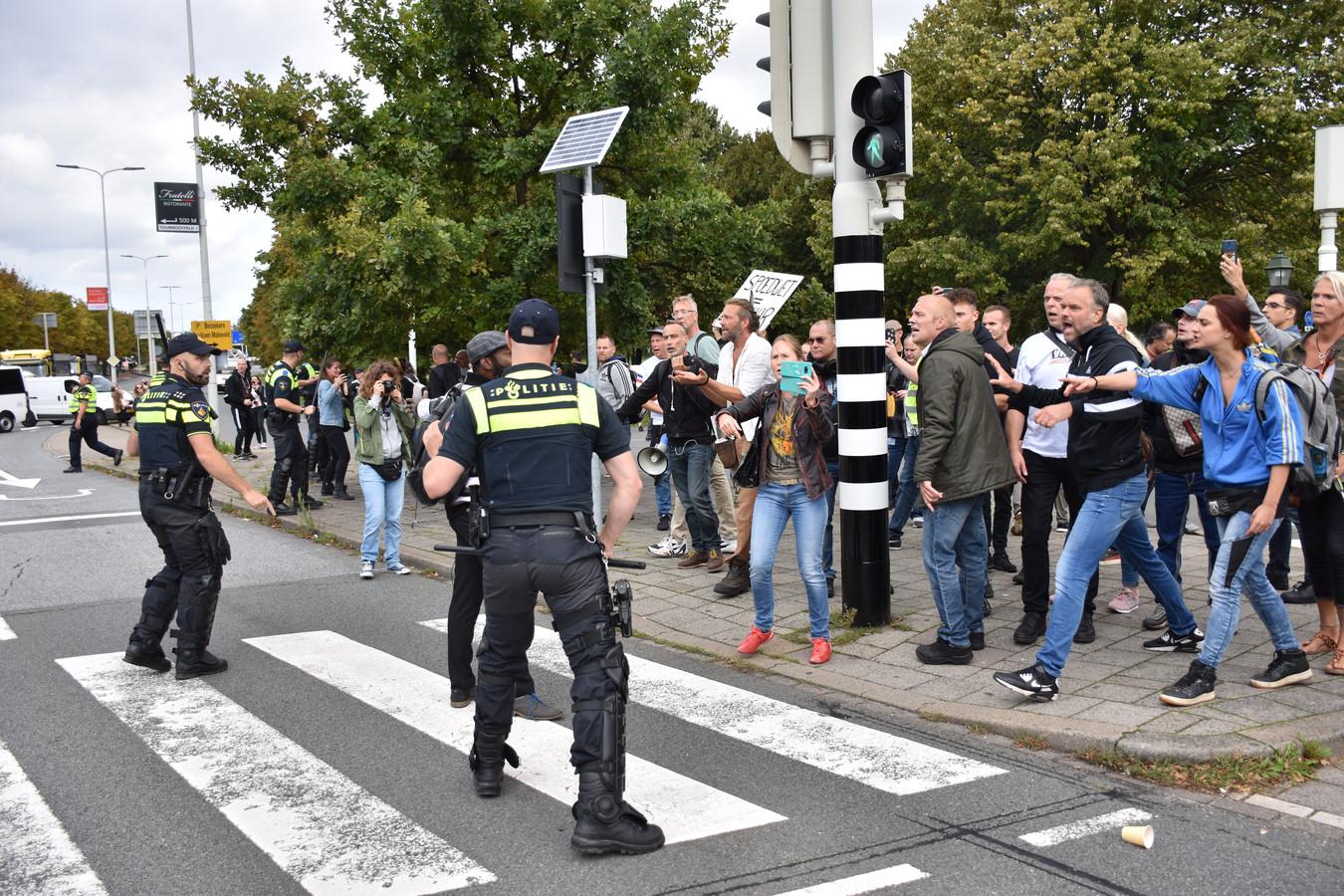 De demonstranten negeerden de aanwijzingen van de politie