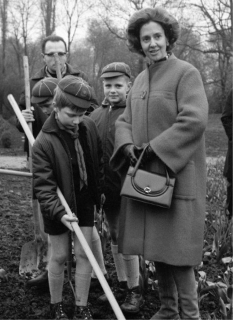 'In 1967 werd speciaal voor Filip een scoutsgroep opgericht. Een ideetje van Fabiola, die hem zo Nederlands wilde bijbrengen.' Beeld