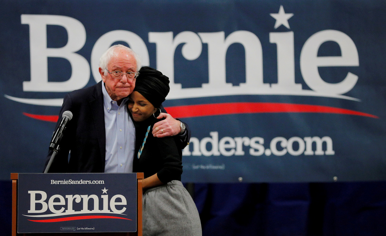 Sanders zei dat hij 'niet kan doorgaan met een campagne die niet gewonnen kan worden en die het belangrijke werk verstoort dat van ons geëist wordt in deze moeilijke tijd.' Beeld REUTERS