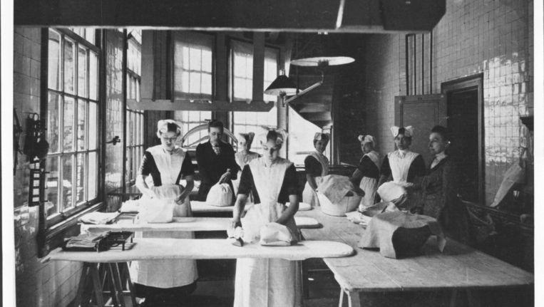 Een foto van het Burgerweeshuis uit het archief van het Amsterdam Museum. Beeld anoniem