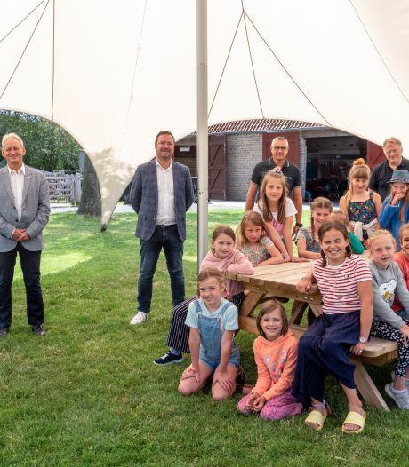 Ruime 'stertent' én geopend koetshuis zijn zomerse blikvangers in Hoeve Hangerijn