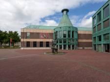 Uitbouw voor Kunsthal Helmond, zitmeubels bij Speelhuis, buitenpodium bij Cacaofabriek