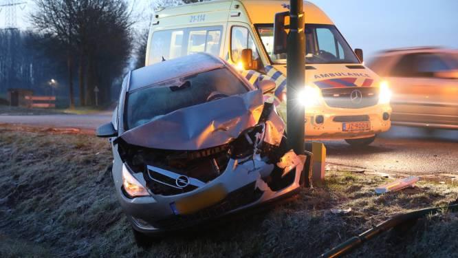 Ditmaal botsen personenauto en vrachtwagen op gevaarlijkste kruising van Oss