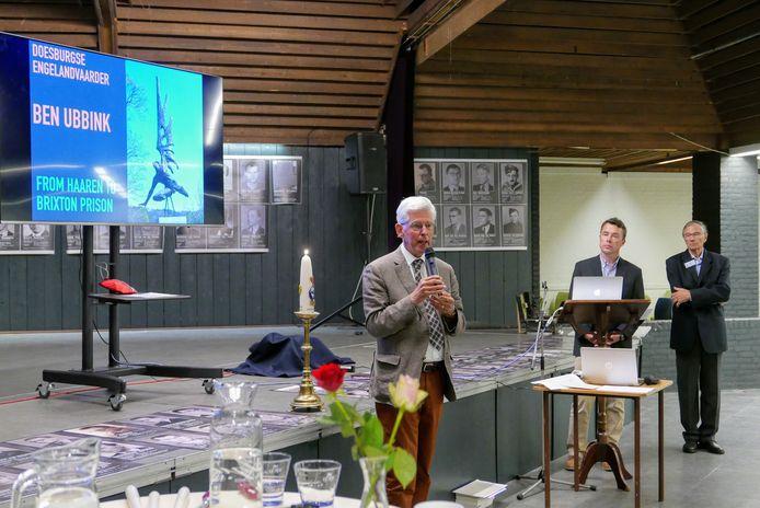 Jan Pommer vertelt aan het begin van de herdenking van het Englandspiel in Haaren hoe het er voor staat met Gedenkplaats Haaren .