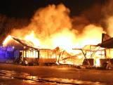 Bouwcontainers in brand gestoken Klimopstraat