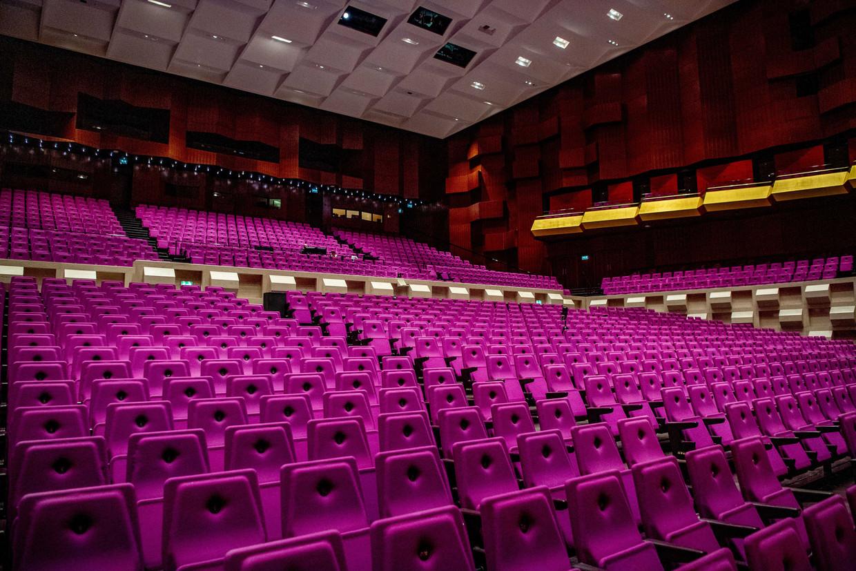 Een lege zaal in de De Doelen theater.