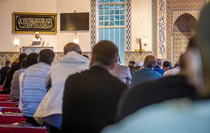 Het offerfeest begon vanmorgen met een bezoek aan de moskee.