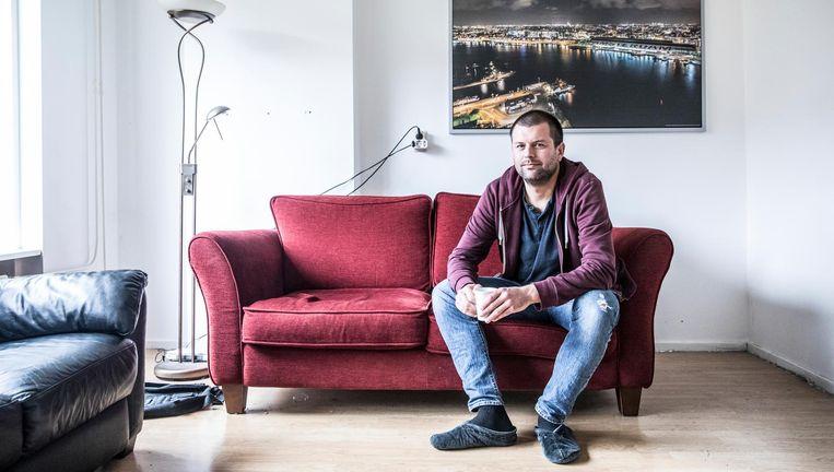 Sander Plas in zijn Amsterdamse eensgezinswoning die hij gaat met Laura Ramp. Beeld Marlena Waldthausen