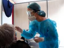 Le nombre d'hospitalisations et de nouvelles contaminations toujours en hausse