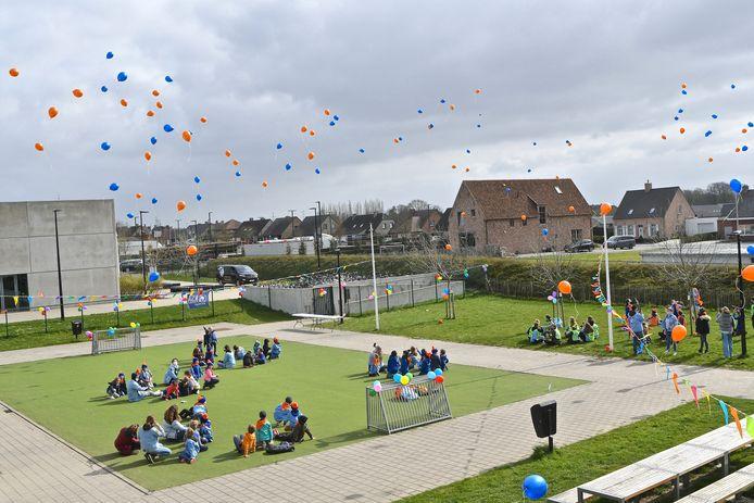 De lucht boven Pittem kleurde zaterdagmiddag even oranje en blauw dankzij KSA Pittegem.