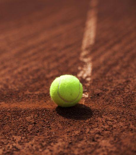 Tennisbond stelt start competities uit en kort het seizoen in