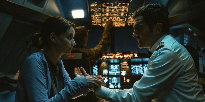 """Pauline Etienne et Laurent Capelutto.dans """"Into the Night"""", sur Netflix le 1er mai."""
