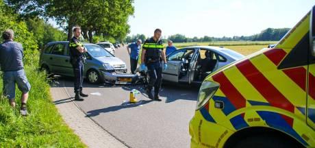 Frontale botsing in Nijkerk, een gewonde naar ziekenhuis