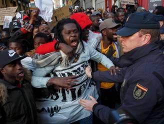 Betoging tegen racistisch politiegeweld mondt uit in rellen na verdacht overlijden Senegalese straatverkoper in Madrid