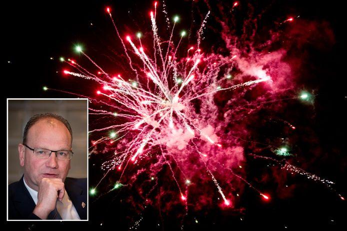 De Apeldoornse burgemeester Ton Heerts moet rekening houden met alle belangen bij de invoering van een vuurwerkverbod.