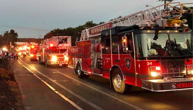 Meerdere brandweerwagens arriveren in Lawrence. Beeld AP
