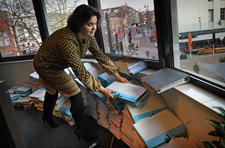 Sociaal advocaat Nicole Elias-Boots in haar kantoor in Helmond: 'Je bent toch vooral idealistisch bezig.' Beeld Marcel van den Bergh / de Volkskrant