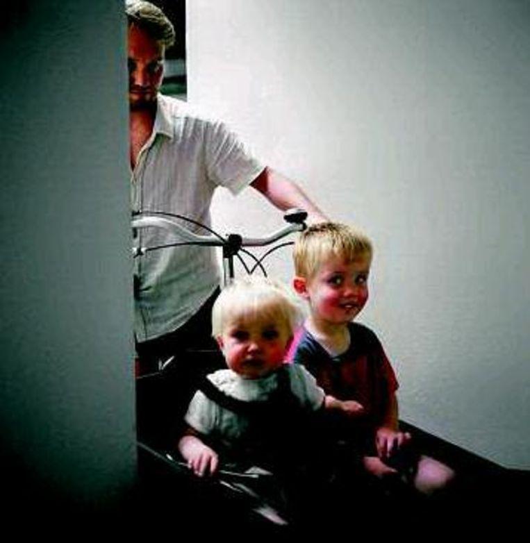 Ouder met kinderen. (Trouw, Werry Crone) Beeld
