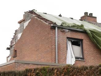 """""""Alsof er een bom viel op ons huis"""": bliksem die woning vernielt in Lokeren zes keer krachtiger dan normaal"""