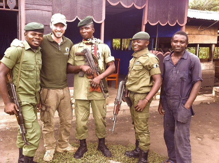 Anthony Caere tussen de rangers van het Virunga-park. Liefst achttien van hen werden inmiddels door stropers neergeschoten.