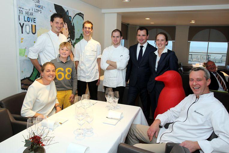 Het team van restaurant Bartholomeus bij het nieuws dat ze tweede Michelinster kregen.