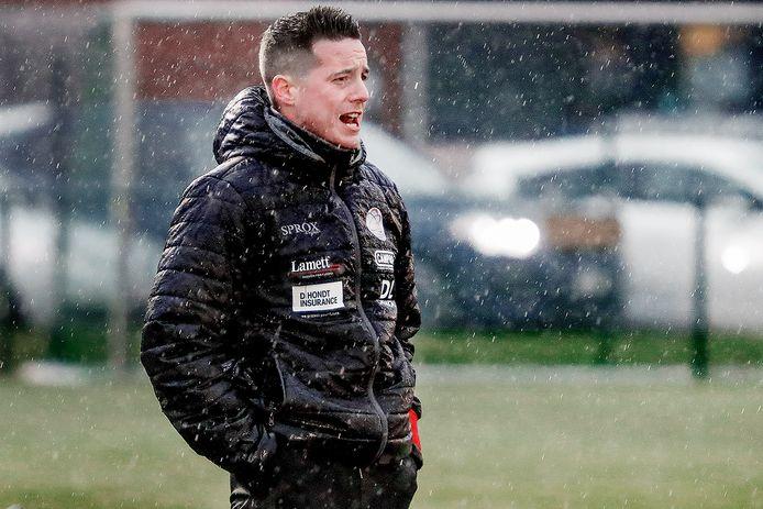 Angelo Gaytant, in de gietende regen, was na de nederlaag tegen rode lantaarn Charleroi, zwaar ontgoocheld.