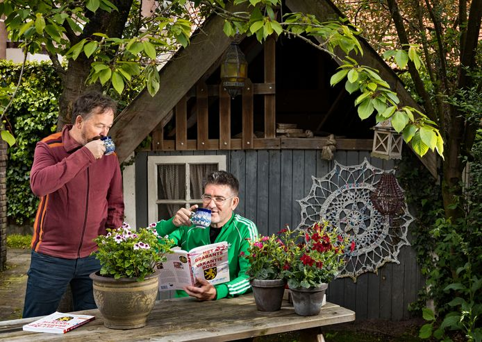 Schrijver John van der Sanden en illustrator Jan Vriends hebben in navolging van het Helmonds Vakantieboek nu een Brabants Vakantieboek gemaakt.