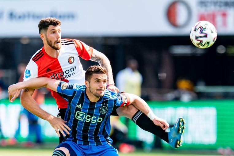 Feyenoorder Marcos Senesi en Ajax-speler Dusan Tadic in duel. Beeld Pro Shots / Kay int Veen