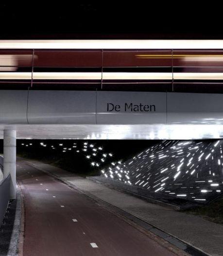 Lichtkunstwerk 'Een spoor van Water' in tunnel De Maten in Assen onthuld
