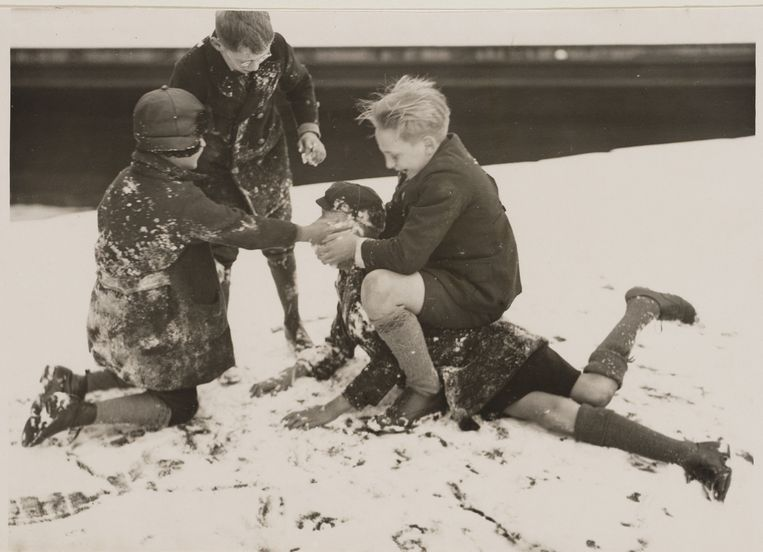 Sneeuwpret in Amsterdam in januari 1929. Beeld Stadsarchief Amsterdam