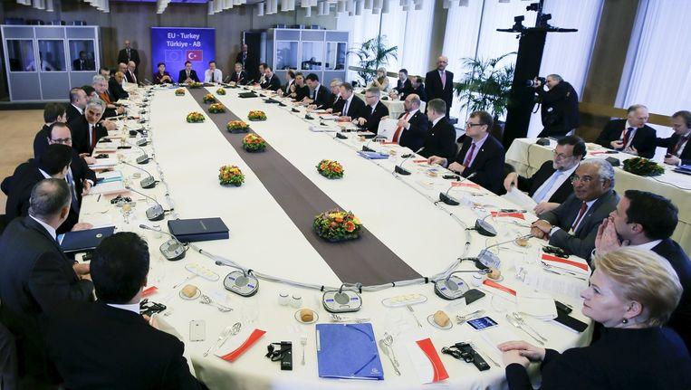 De lunchmeeting van Europese leiders met Davutoglu. Beeld reuters