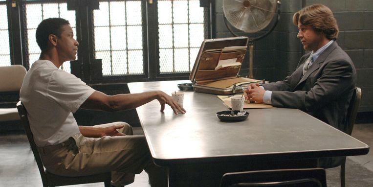Denzel Washington en Russell Crowe in 'American Gangster'. Beeld rv