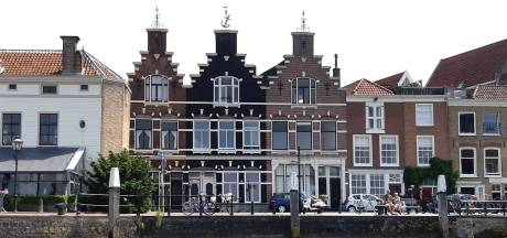 Deze drie Dordtse huizen vallen nauwelijks op, maar zijn vanaf het water beeldbepalend