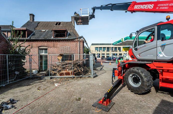 Het karakteristieke pand  aan de Kapelstraat in Heeze wordt gesloopt. Het pand maakt plaats voor de nieuwe Albert Heijn.
