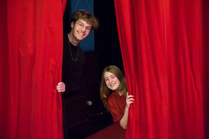 Thomas Lotgering en Sara Robben volgen de opleiding Artiest aan respectievelijk het Koning Willem 1 College en het ROC Tilburg. Beide scholen komen vanaf volgend studiejaar met een gezamenlijke theateropleiding.
