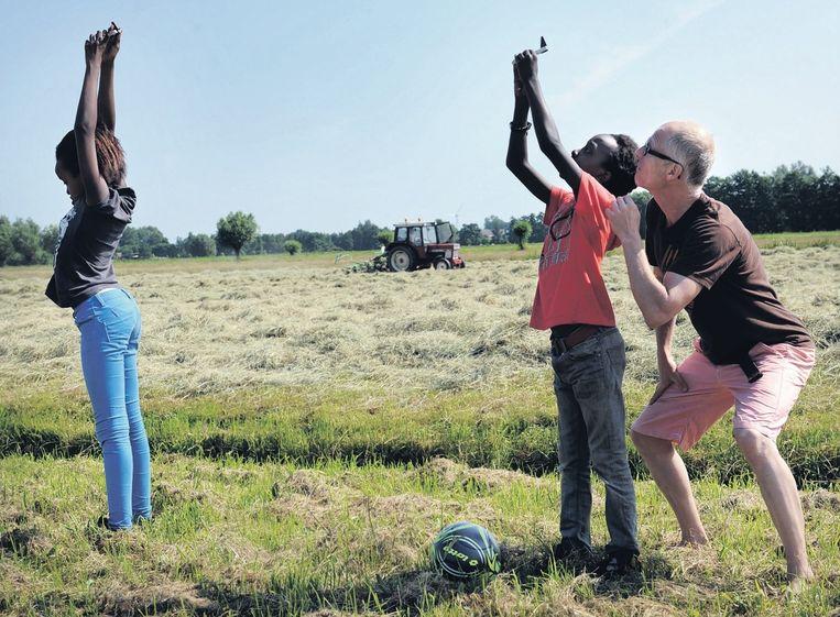 Een fijnstofmeting in het open veld. Beeld Marcel van den Bergh / de Volkskrant
