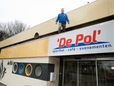 Bronckhorst knapt sporthallen op, om ze daarna te verkopen