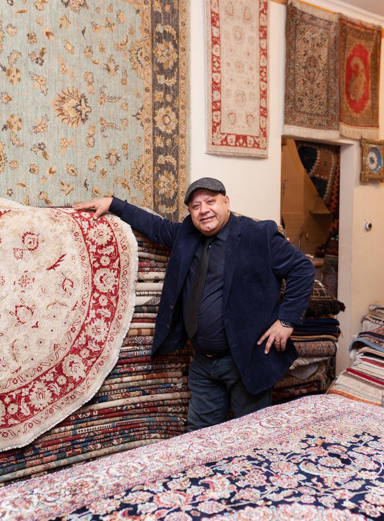 Nowroz Nowrozy (55) van de Perzische tapijtenwinkel Nowrozy. Beeld Nina Schollaardt
