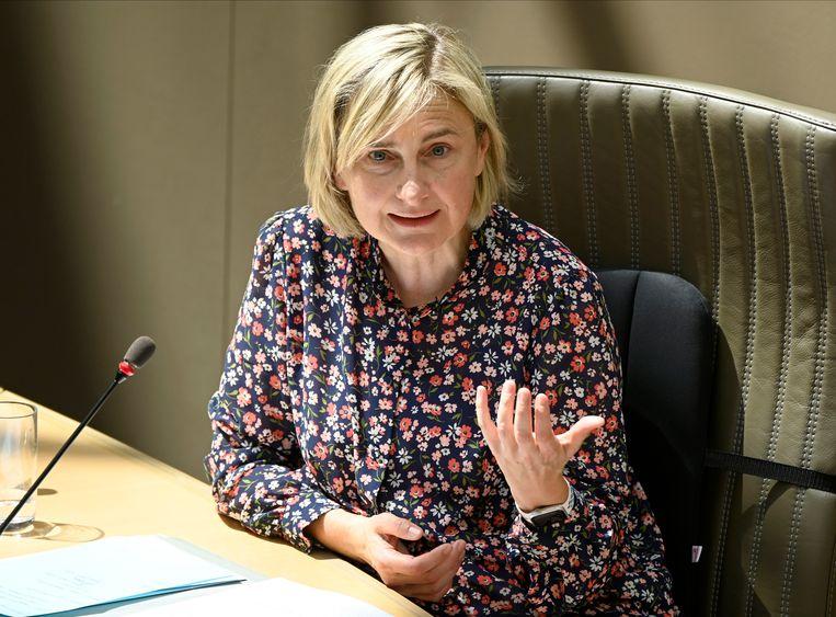 Volgens minister Hilde Crevits (CD&V) werd al in 6.777 dossiers de steun teruggevraagd, goed voor 66,7 miljoen euro.  Beeld Photo News