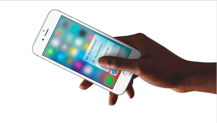 3D Touch in actie op een iPhone 6S. Of 6S Plus. Beeld Apple