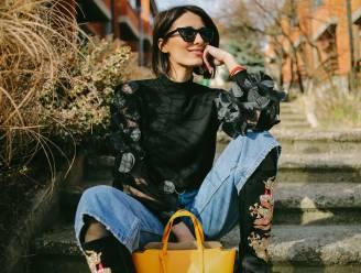 Lentezon én regenbuien vandaag: Styliste geeft 4 snelle tips om je outfit af te stemmen op wisselvallig weer