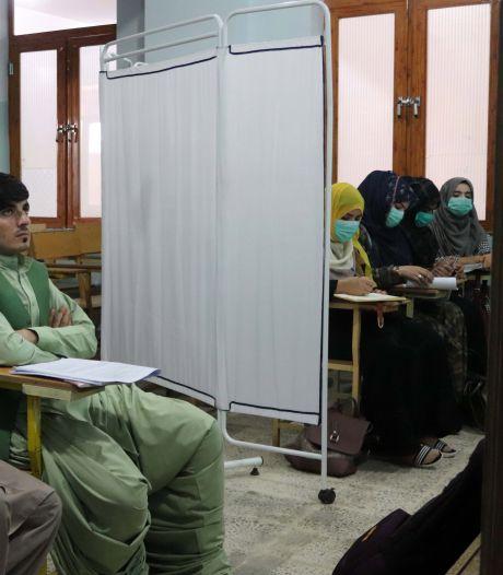 Les talibans laissent les collégiennes et lycéennes revenir en cours