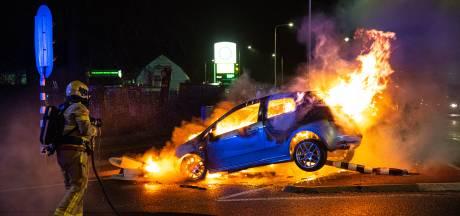 Vlammenzee in 't Harde: automobilist crasht tegen verkeerslichten