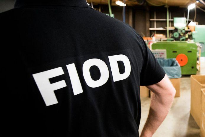 Een medewerker van FIOD aan het werk (archieffoto).