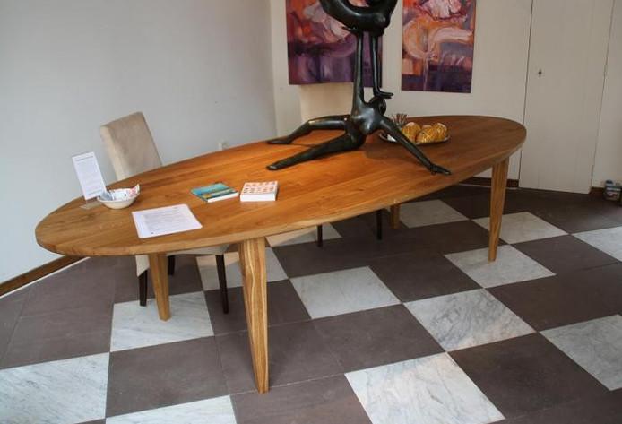 Eettafel Brant is een modern ontwerp met klassieke trekjes.