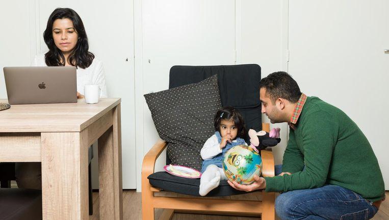 Vaishali Kakkar (links) en Suhana. Pranav Puri (rechts): 'Als Vaishali meer gaat verdienen, word ik wel huisman.' Beeld ivo van der bent