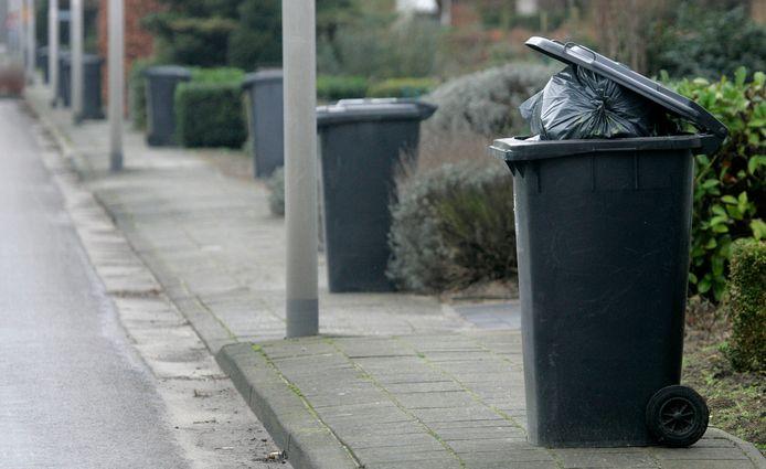 De inwoners van de gemeente Waalwijk kunnen voorlopig hun restafval nog in kliko's langs de weg zetten.