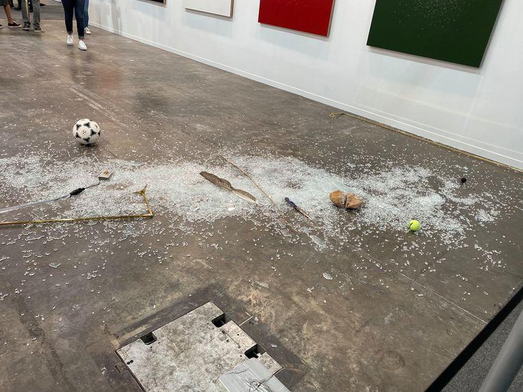 De restanten van de installatie van de Mexicaanse kunstenaar Gabriel Rico. Beeld Twitter/@paveleguez
