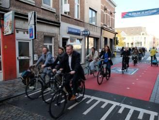 """Grootste fietszone van Vlaanderen officieel geopend: """"Vanaf vandaag zijn fietsers baas in Mechelse binnenstad"""""""