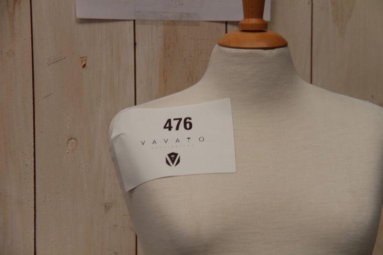 Een vrouwelijke zwangere buste zonder hoofd. Prijs: 25 euro.